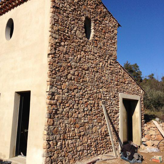 http://www.enm-construction.fr/wp-content/uploads/2016/12/Tailleur-pierre-sèche-var-13-540x540.jpg
