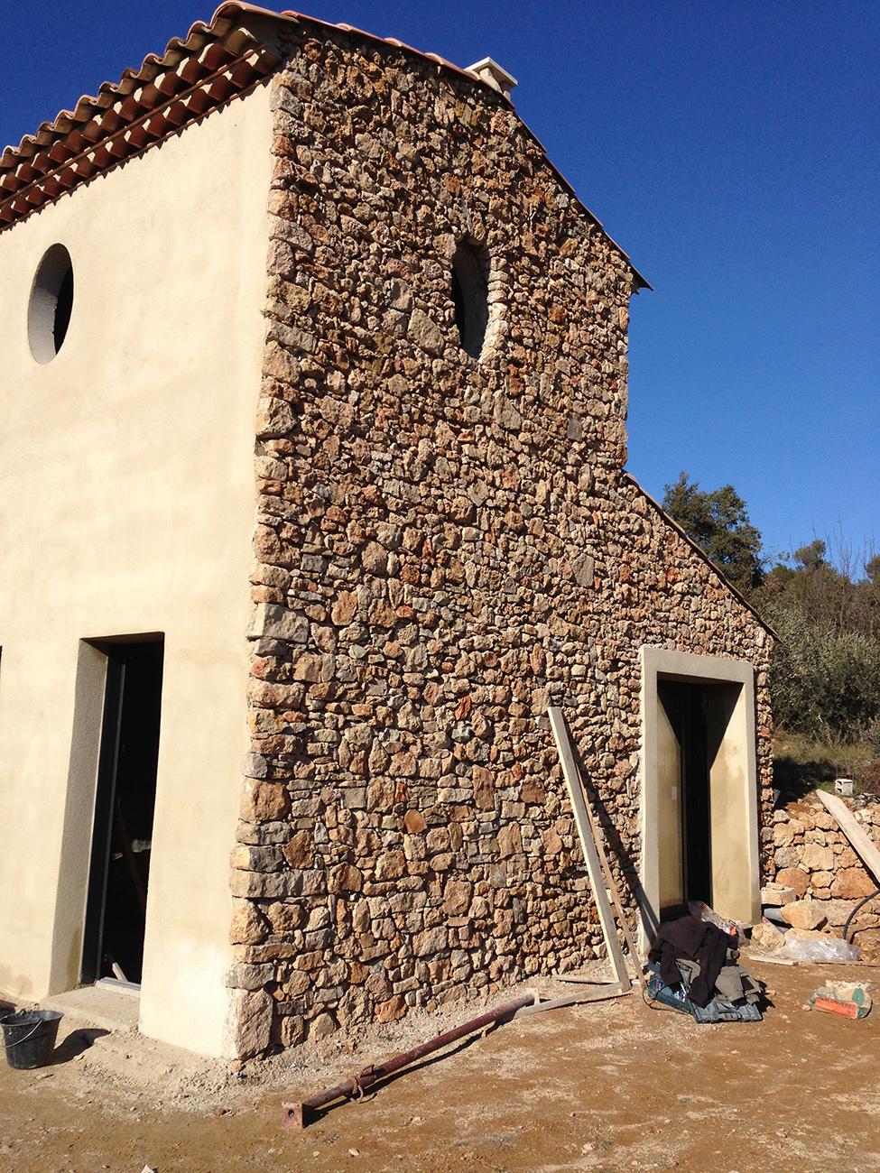 http://www.enm-construction.fr/wp-content/uploads/2016/12/Tailleur-pierre-sèche-var-13.jpg