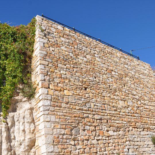 http://www.enm-construction.fr/wp-content/uploads/2016/12/Tailleur-pierre-sèche-var-4-540x540.jpg