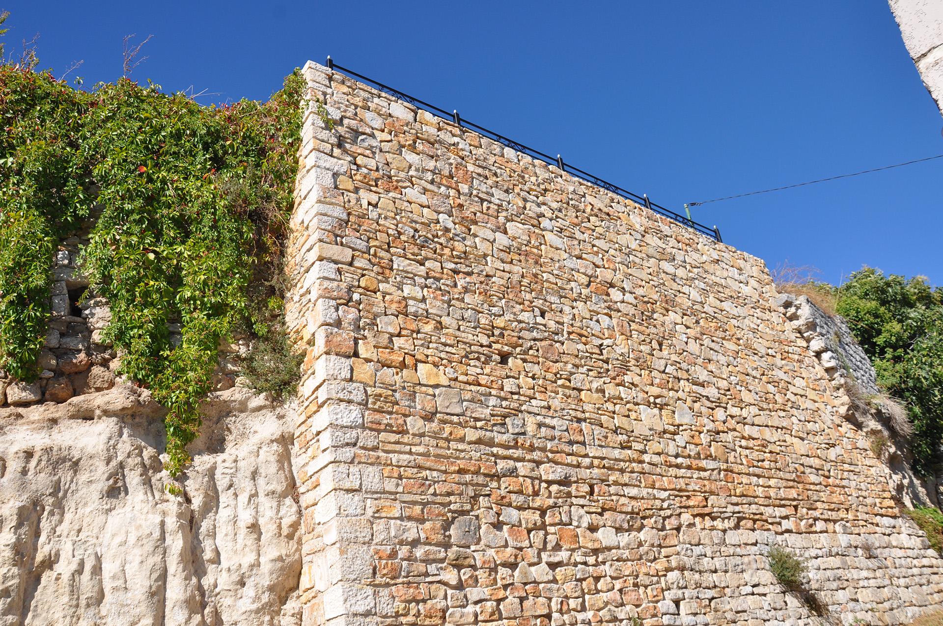 http://www.enm-construction.fr/wp-content/uploads/2016/12/Tailleur-pierre-sèche-var-4.jpg